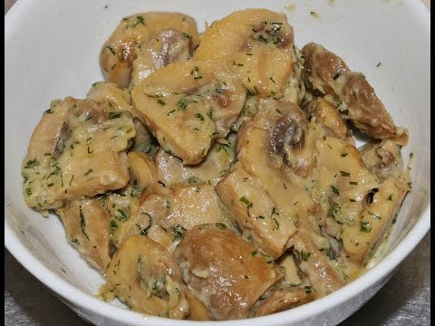 MUSHROOMS STEWED WITH ONION & SOUR CREAM