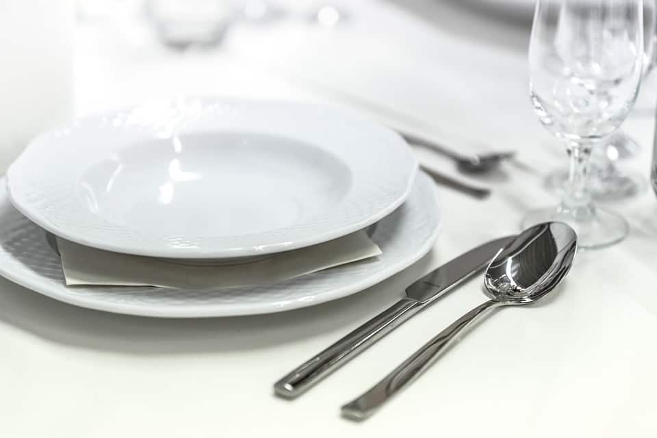 Plates that compliment your kitchenu0027s decoration and design go a long way and sometimes itu0027s the simple patterns that make the best dishes. & Best Plate Sets Reviewed and Compared in 2018   JanesKitchenMiracles