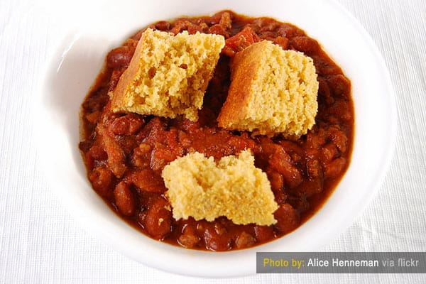 Chili with cornbread
