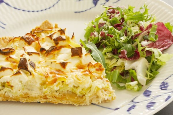 Spring salad and quiche