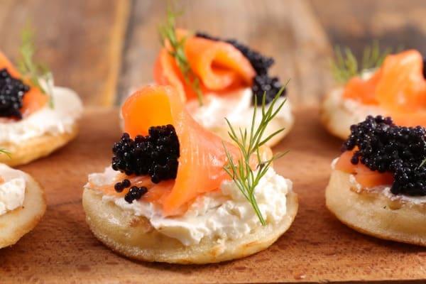 caviar topping bread