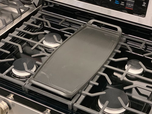 Gas range center griddle