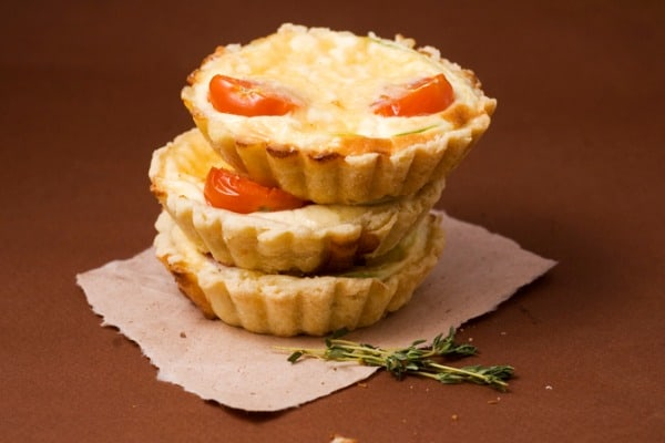 Small tart with tomatoes
