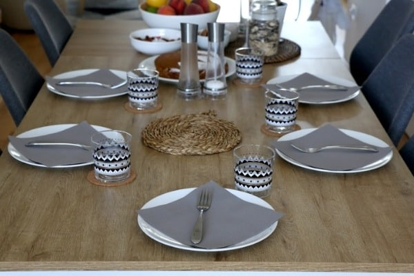 dinnerware sets feature colour and patterns