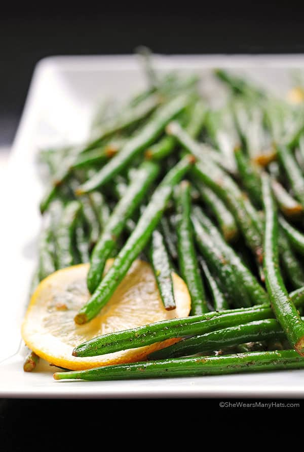 Garlic lemon green beans dish