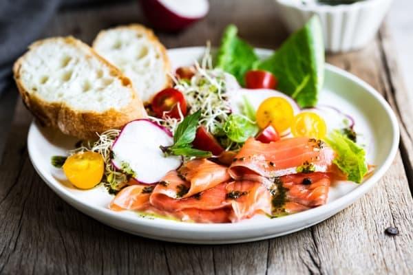 Smoked Salmon Alfalfa Salad