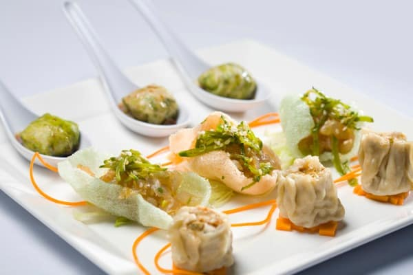 potsticker and veggie dipping