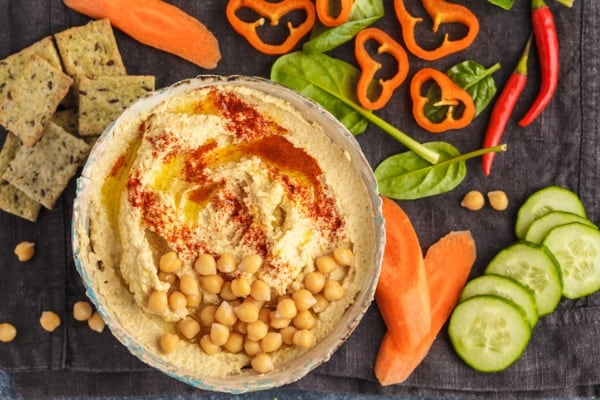 hummus with vegetables crackers