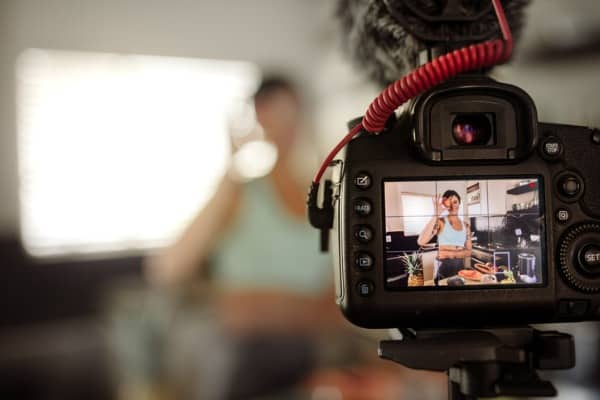 recording food vlog