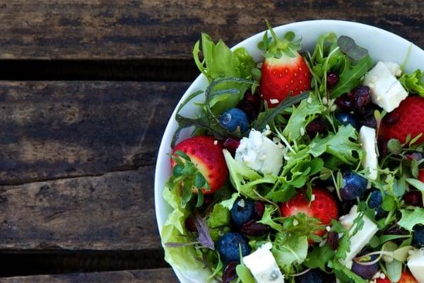 berry-salad-chicken-dinner