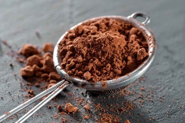 sieve-with-cocoa-powder